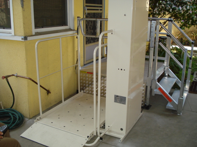 Riverside mobile home porch lift